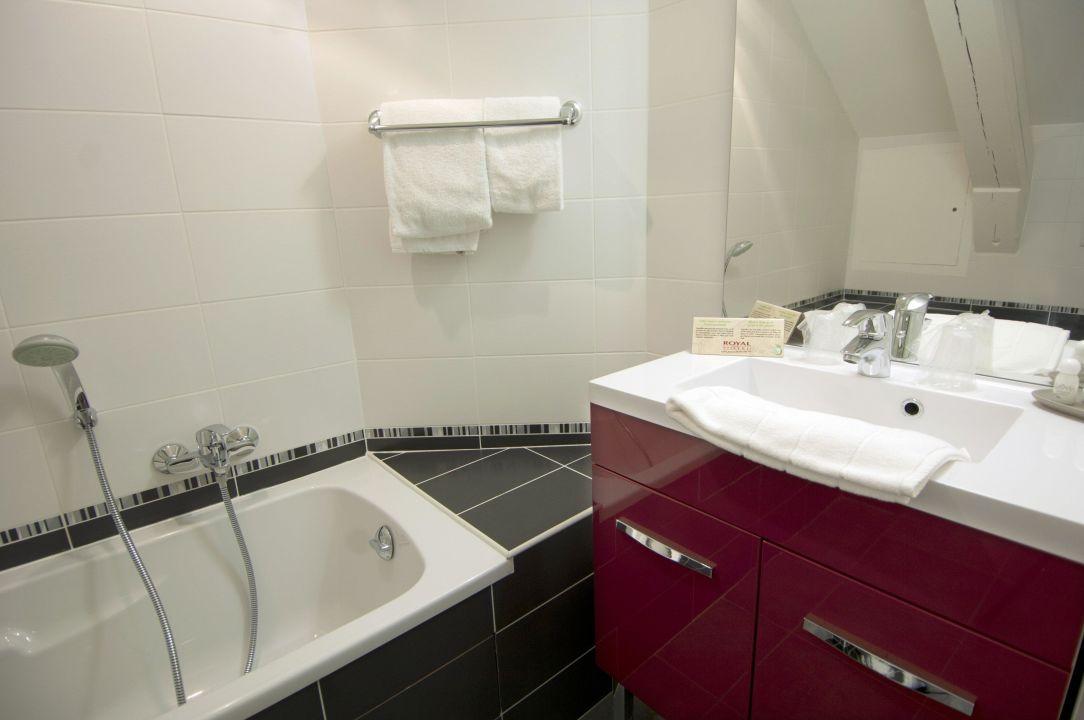 salle de bain royal hotel grenoble centre grenoble. Black Bedroom Furniture Sets. Home Design Ideas