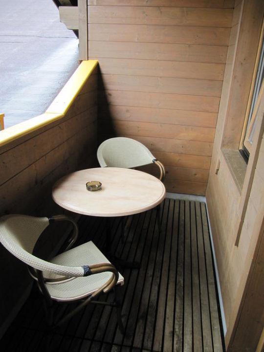 Blick aus dem Badezimmer ins Zimmer Hotel Sonnalp