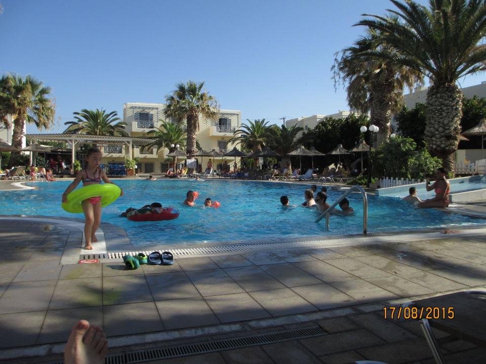 Piscine eau douce hotel europa beach in analipsi for Piscine europa
