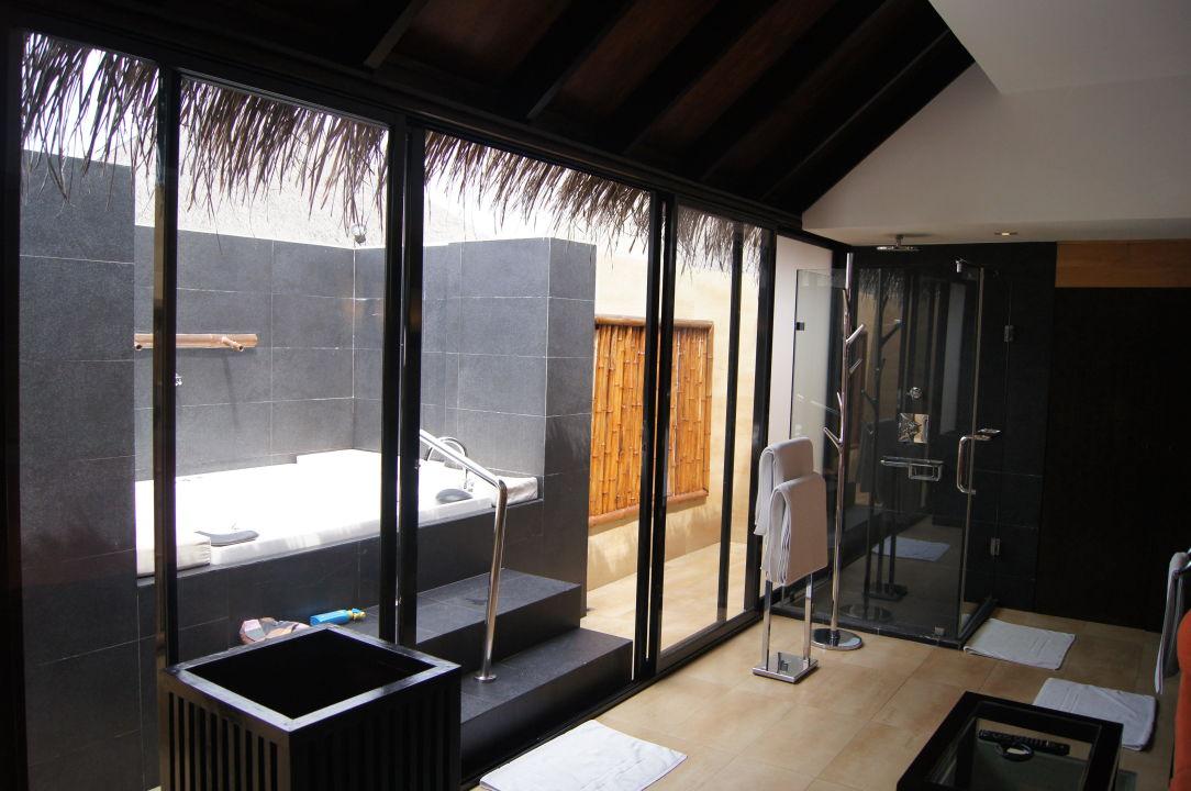 bild badezimmer mit whirlpool zu hotel adaaran prestige. Black Bedroom Furniture Sets. Home Design Ideas