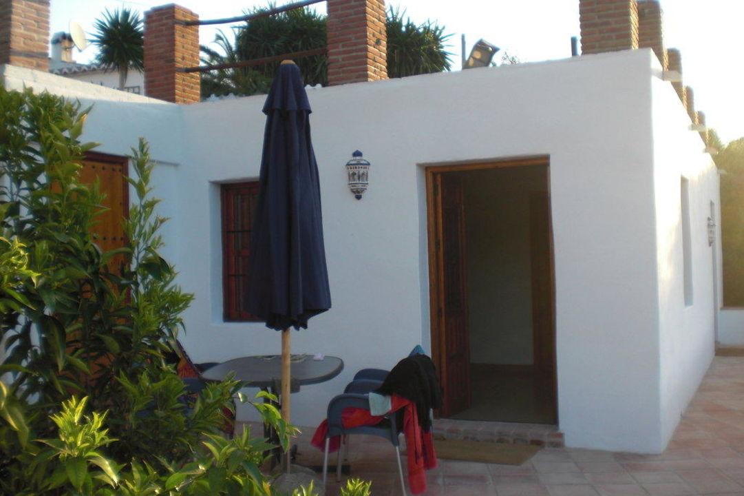 Ingang van een kamer met terras bed breakfast casa el algarrobo in riogordo holidaycheck - Ingang van een huis ...