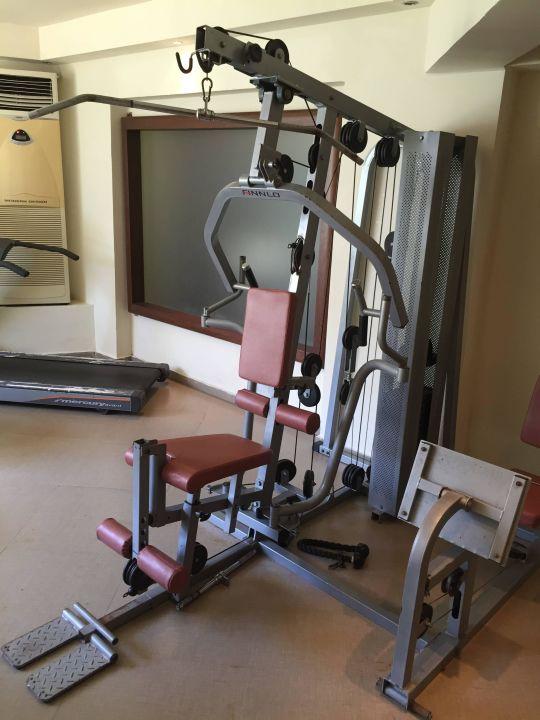 Fitnessstudio geräte  Fitnessstudio veraltete Geräte