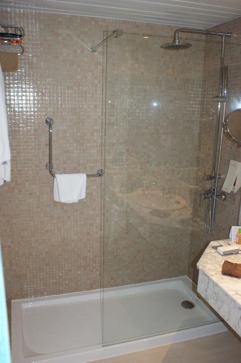 """bild """"badezimmer mit großer dusche"""" zu sol beach house menorca in, Hause ideen"""