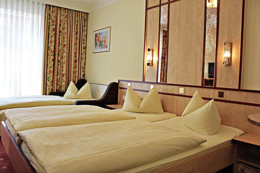 Doppelzimmer Mit Zustellbett Hotel Alfa Zentrum Munchen