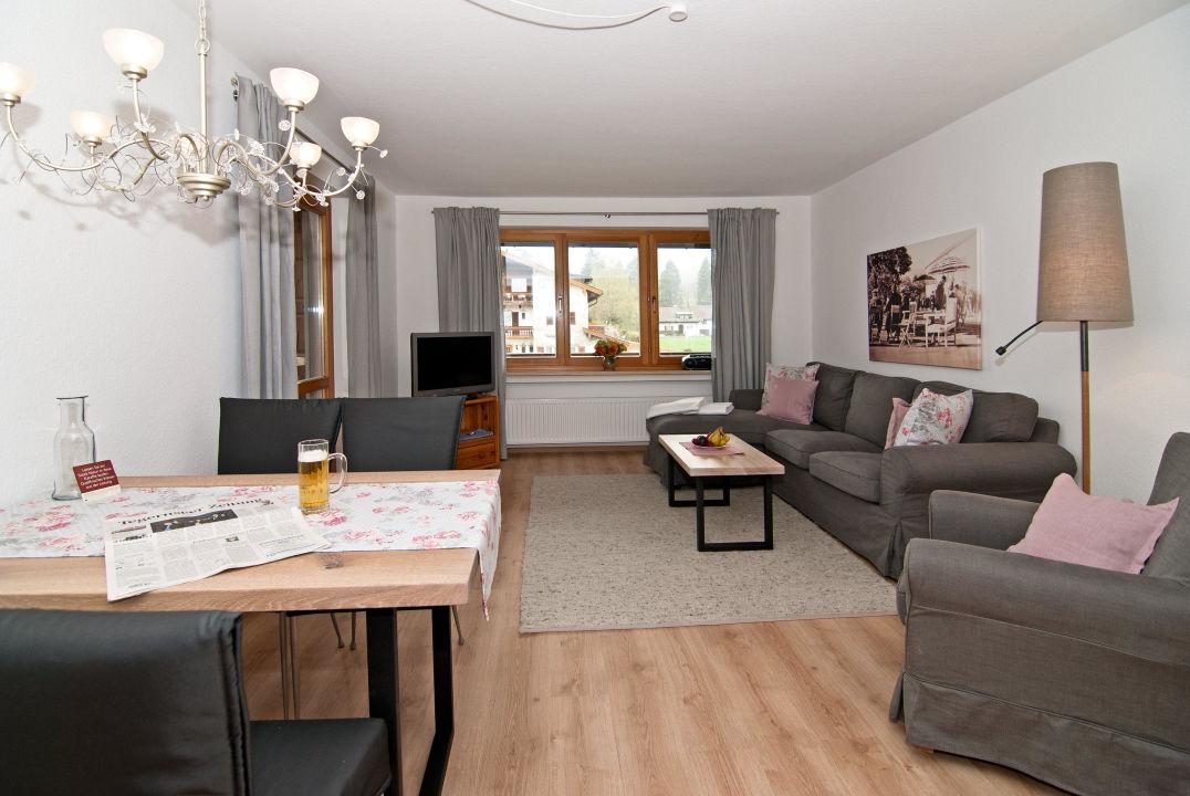"""Wohnzimmer, 3-Zimmer-Wohnung, Renovierung Dez 201"""" Ferienwohnungen"""