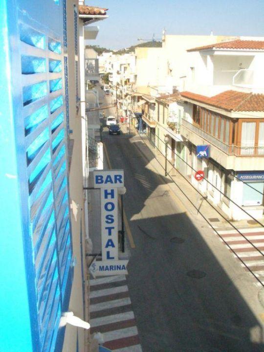 Sicht aus dem Fenster zur Strassenseite Hostal Marina