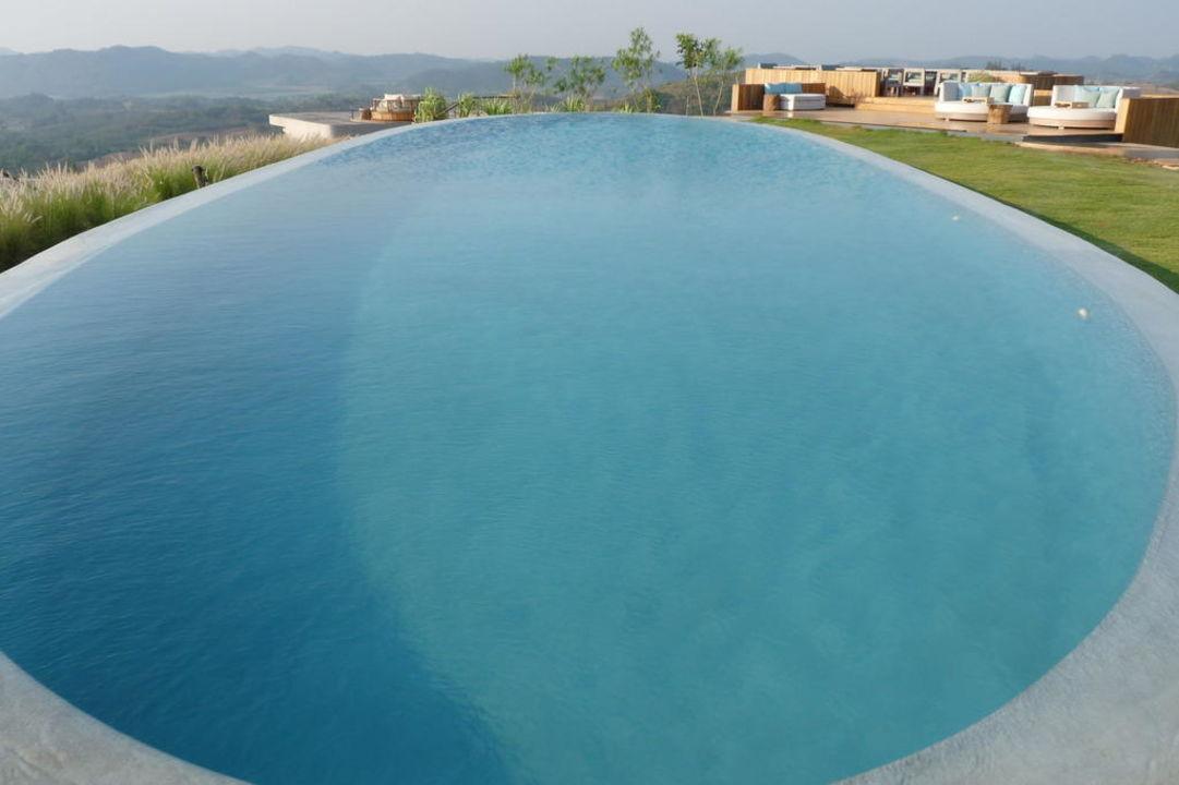 Der zentrale Swimmingpool Sala Khaoyai Resort