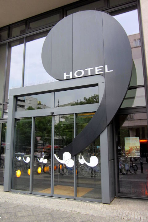 Hoteleingang ku 39 damm 101 design hotel in berlin for 101 design hotel berlin