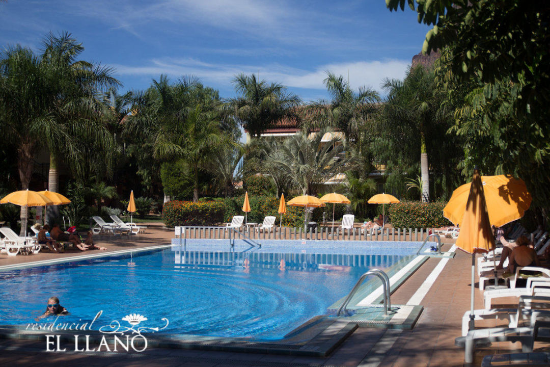 piscina residencial el llano valle gran rey