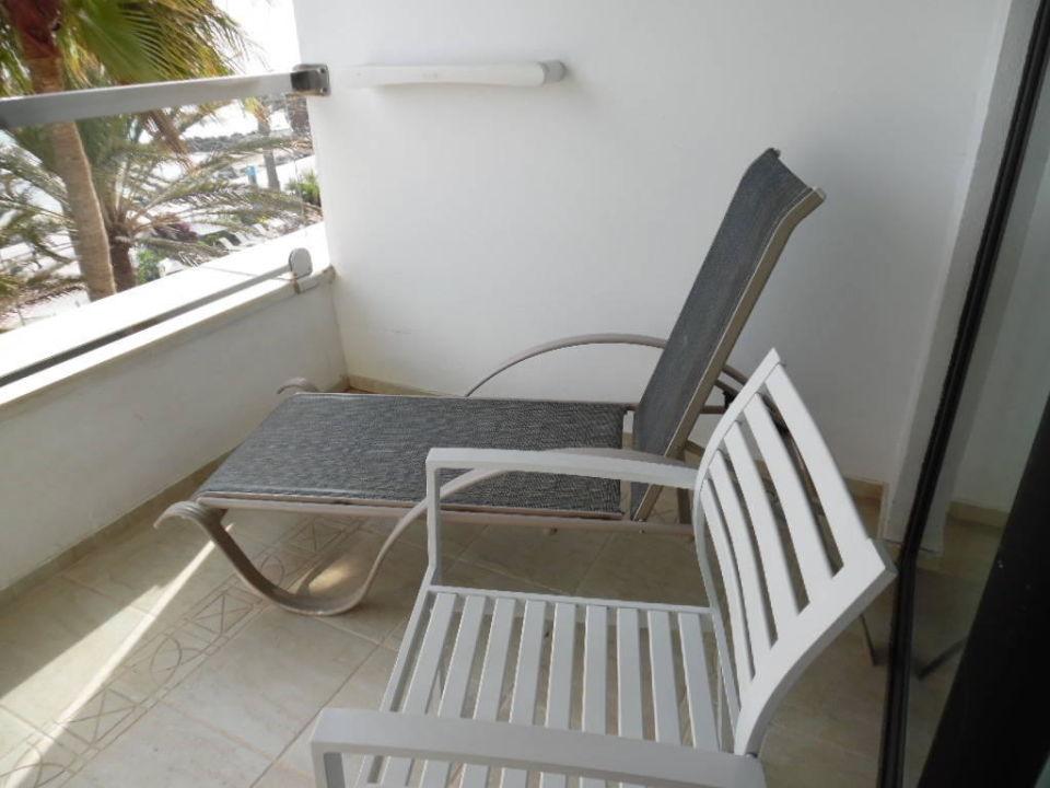 die berfl ssige balkonliege ifa faro hotel maspalomas. Black Bedroom Furniture Sets. Home Design Ideas