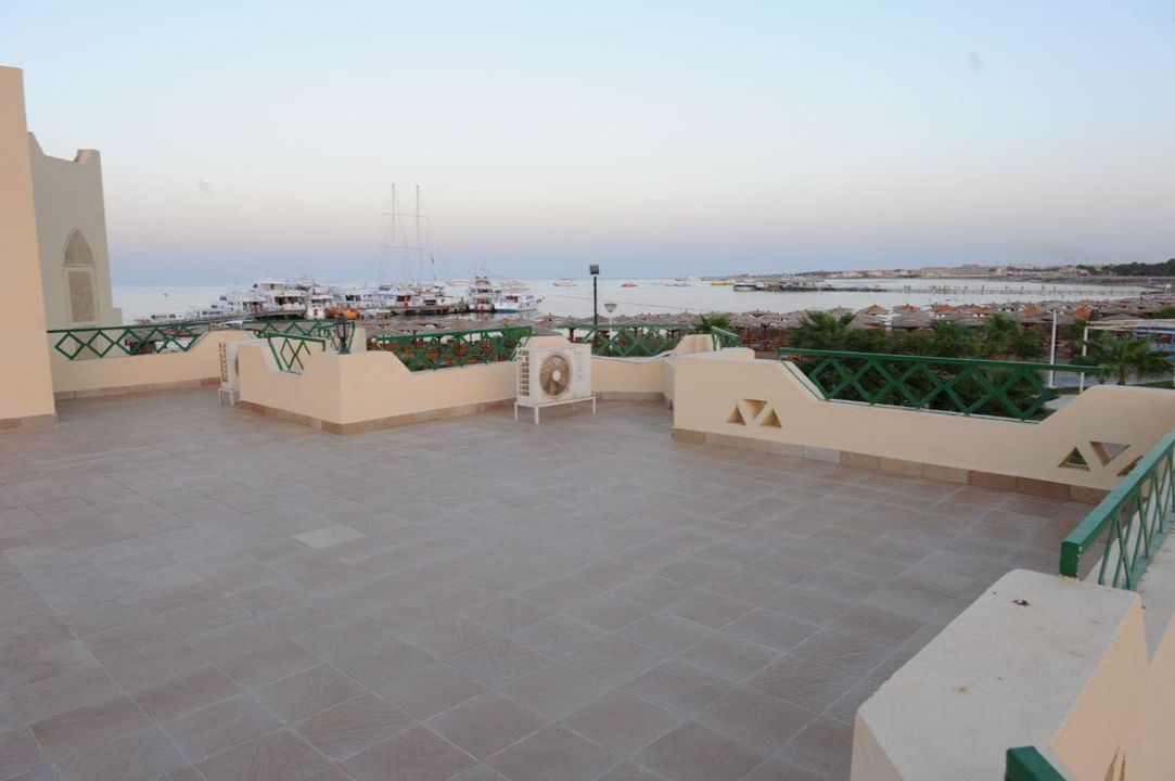 Lagoon Balkon mit Ausblick aufs Meer Tia Heights Makadi Bay
