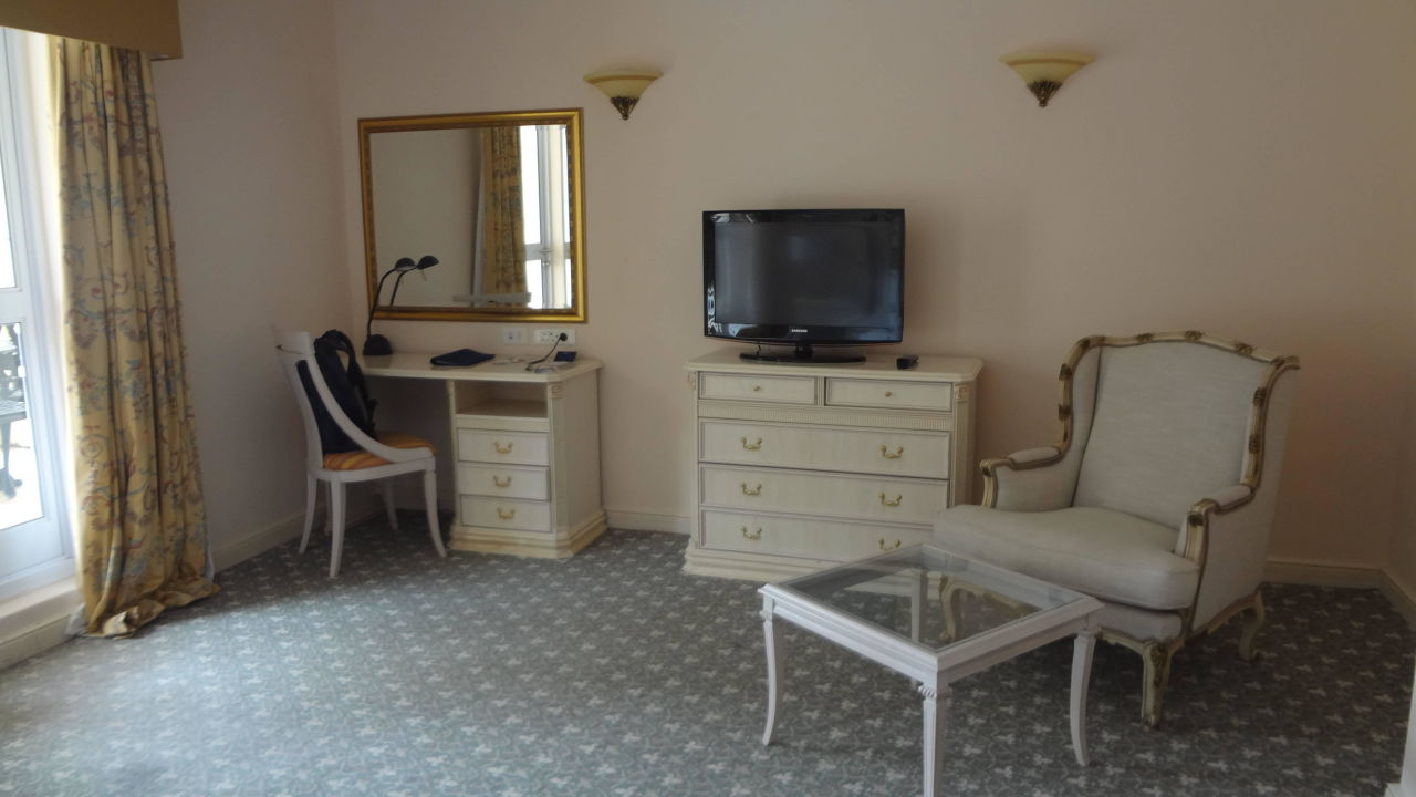 gem tlicher sessel radisson blu hotel le vendome sea. Black Bedroom Furniture Sets. Home Design Ideas