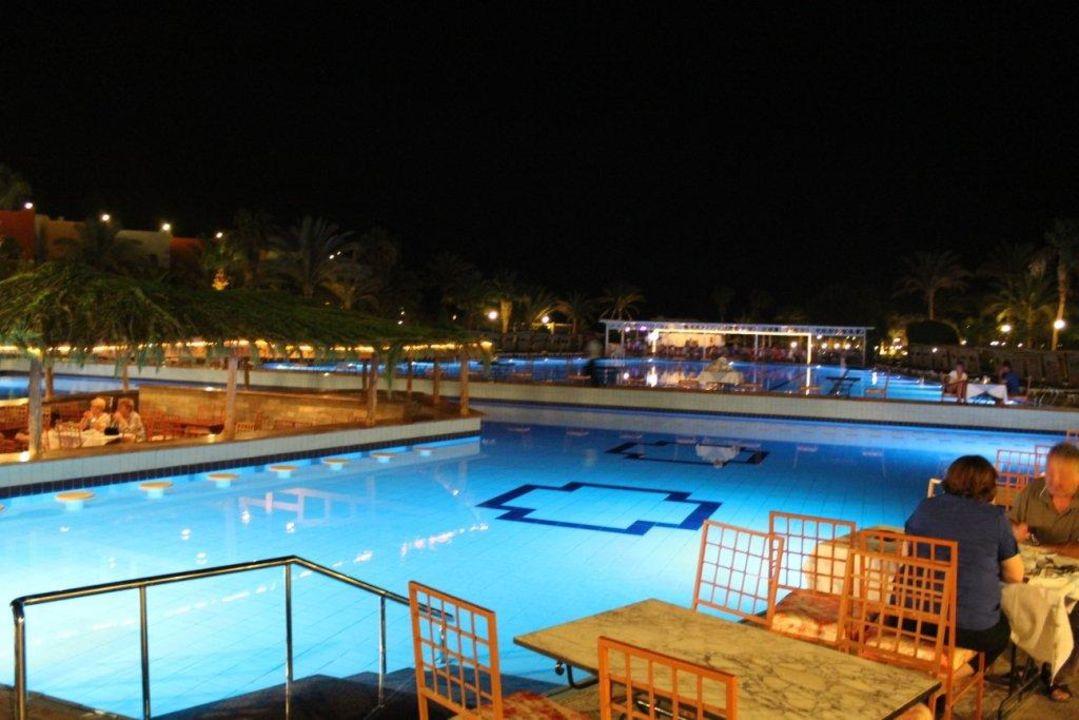 poolanlage am abend beim essen arabia azur resort hurghada holidaycheck hurghada safaga. Black Bedroom Furniture Sets. Home Design Ideas