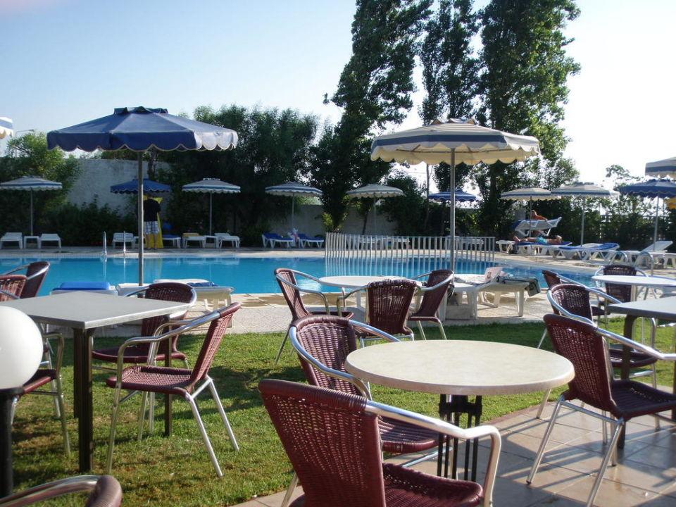 Außenplätze des Restaurants Hotel Lymberia