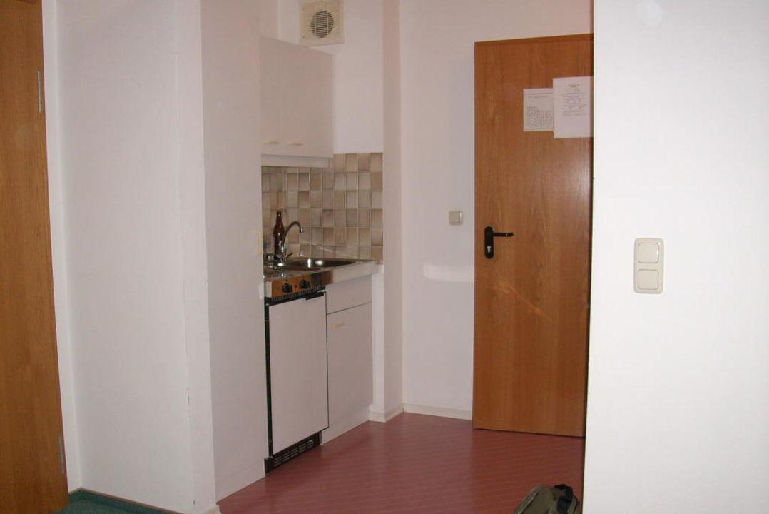 Eingangsbereich mit Miniküche im Appartmenthaus Hotel Gottinger
