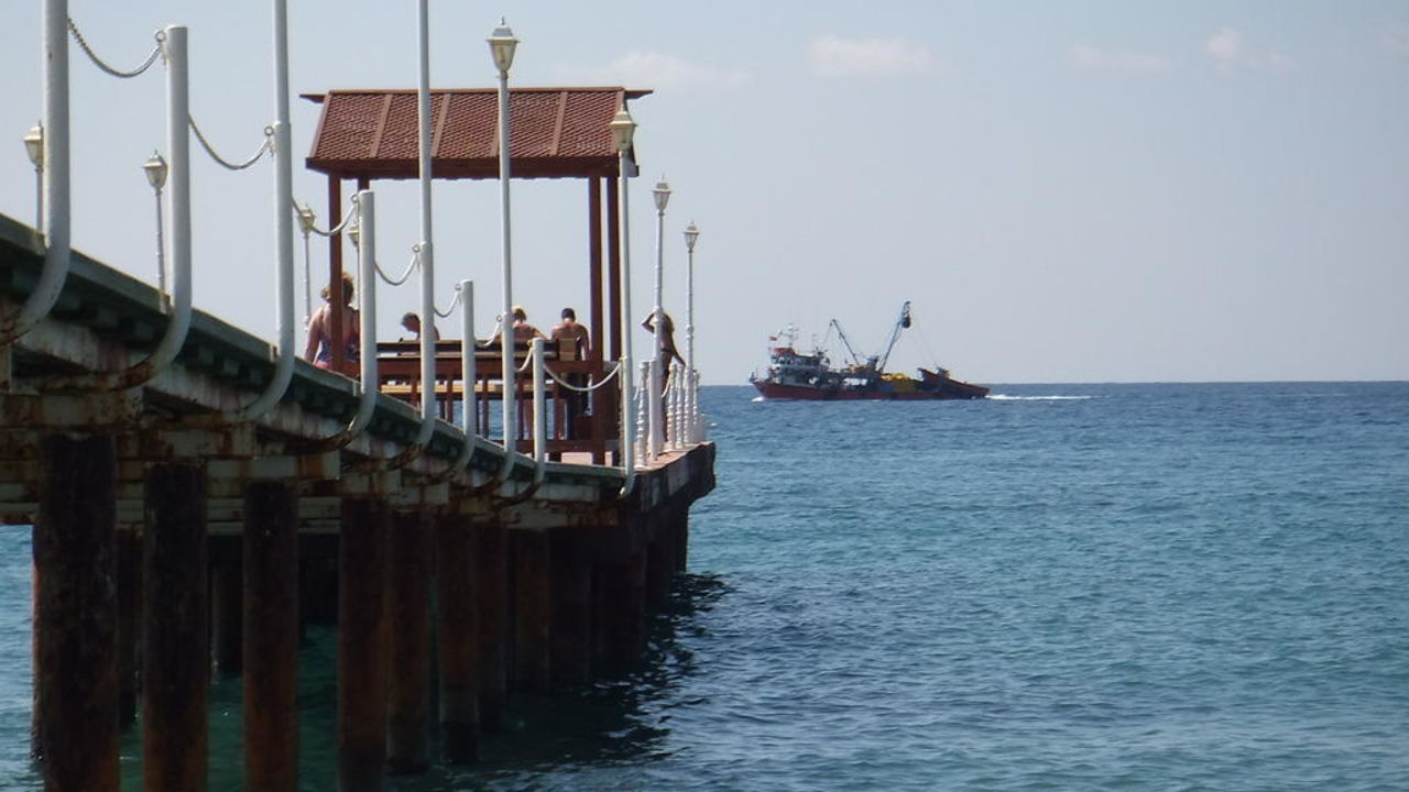 Badesteg mit Fischerboot LABRANDA Alantur Resort