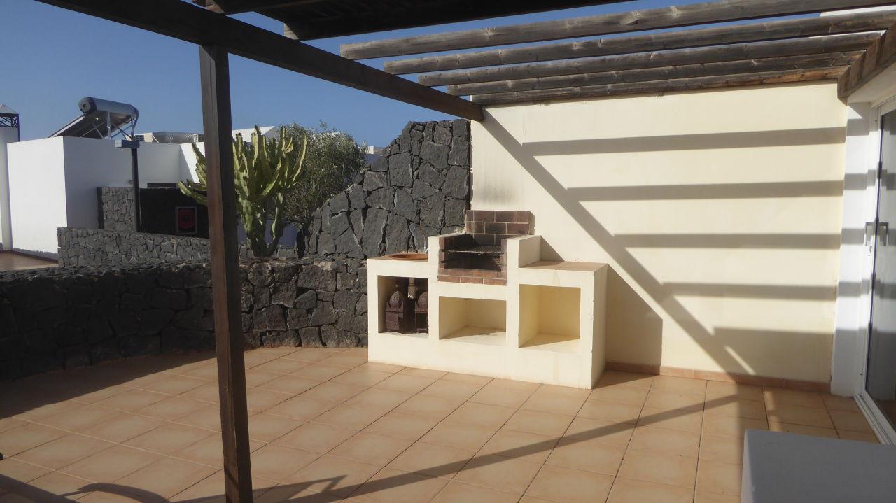 terrasse mit grillecke iberostar la bocayna village playa blanca holidaycheck lanzarote. Black Bedroom Furniture Sets. Home Design Ideas