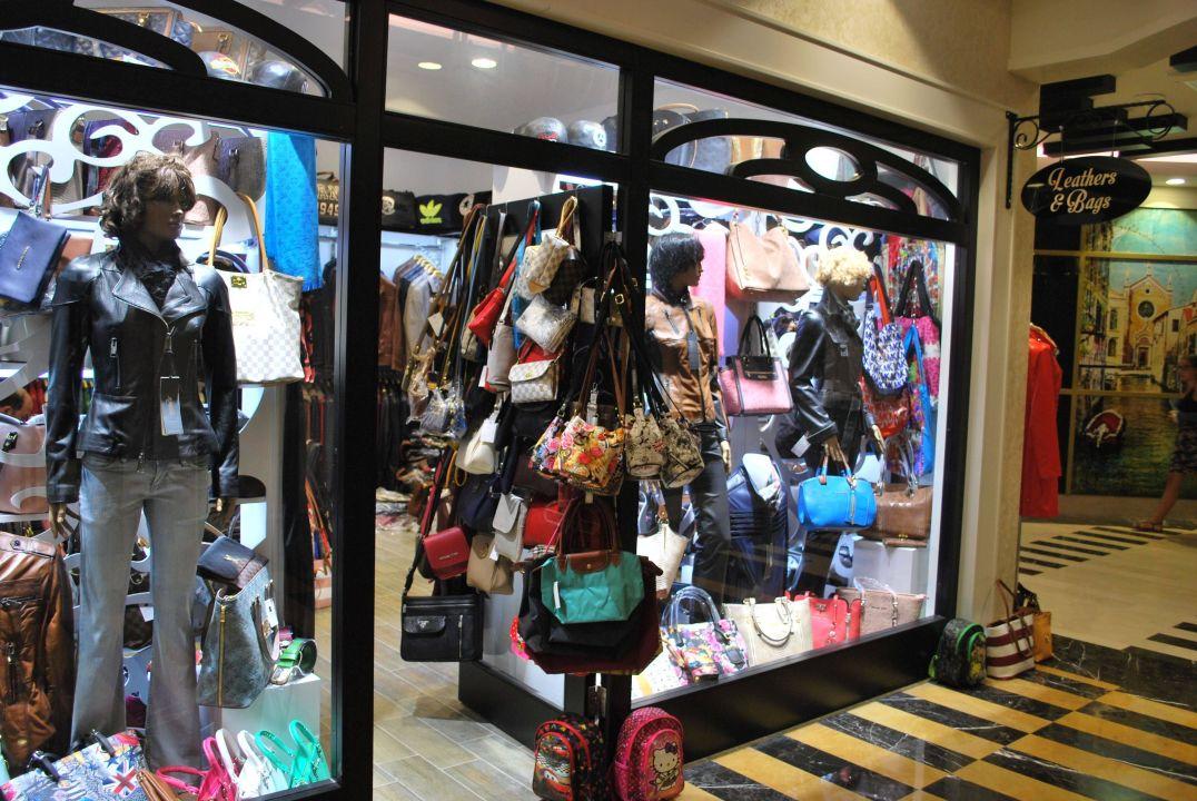 5672d7e25b3ec Taschen und Lederwaren im Hotel