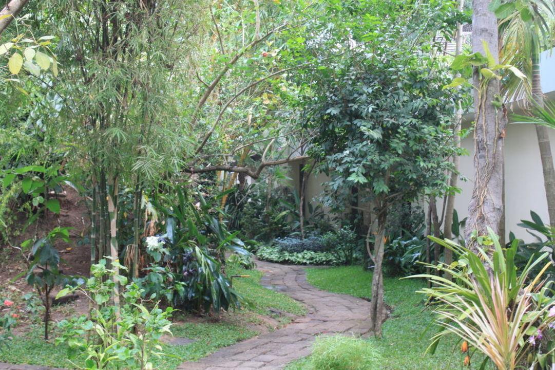 Weg zu den Bugalows Hotel Heritage Suites
