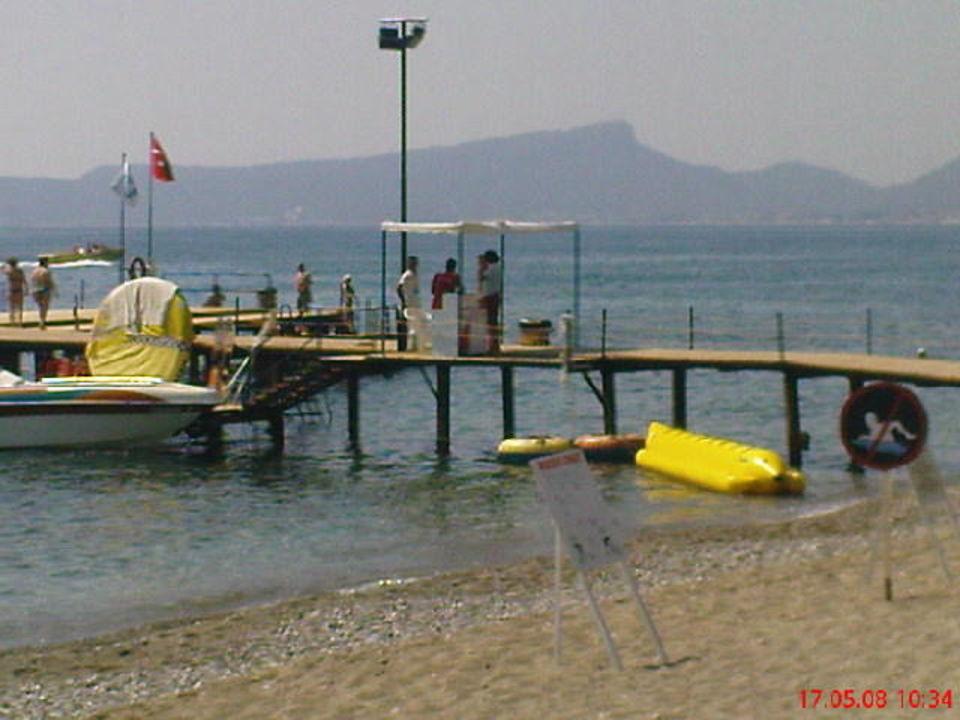 Blick auf den Steg und den Wassersportbereich Ulusoy Kemer Holiday Club