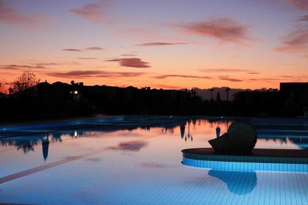 Pool bei Sonnenuntergang Ela Quality Resort Belek