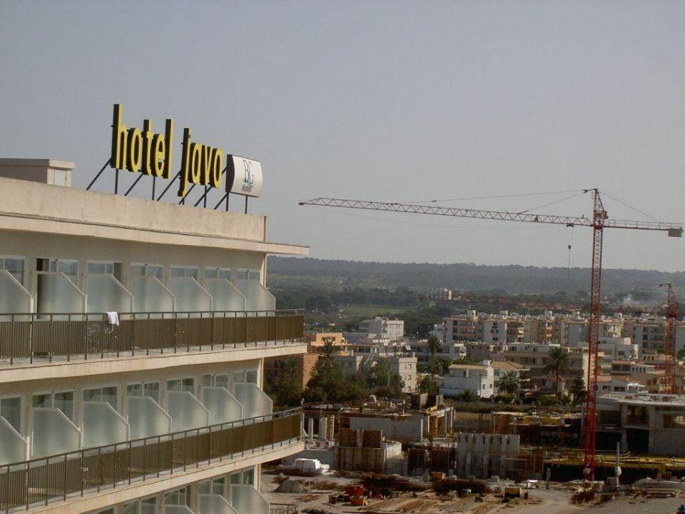 Blick zur Hauptstrasse Hotel Java