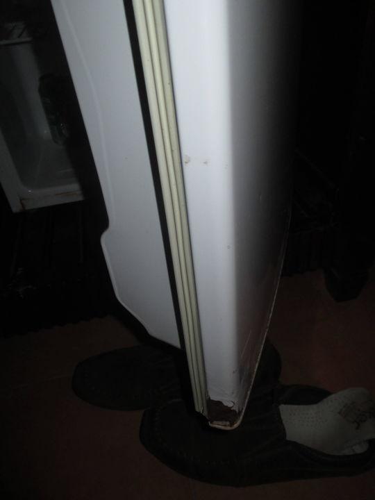 bild roststellen am stets laut brummenden kühlschrank zu  ~ Kühlschrank Laut