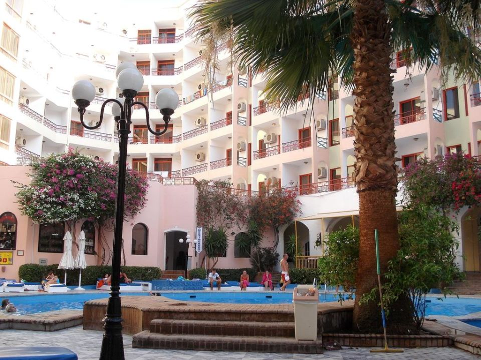 Relaks na basenie Royal Star Empire Hotel