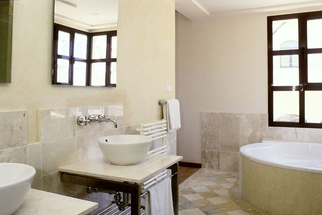 Das Bad in einer Juniorsuite ROBINSON Club Cala Serena