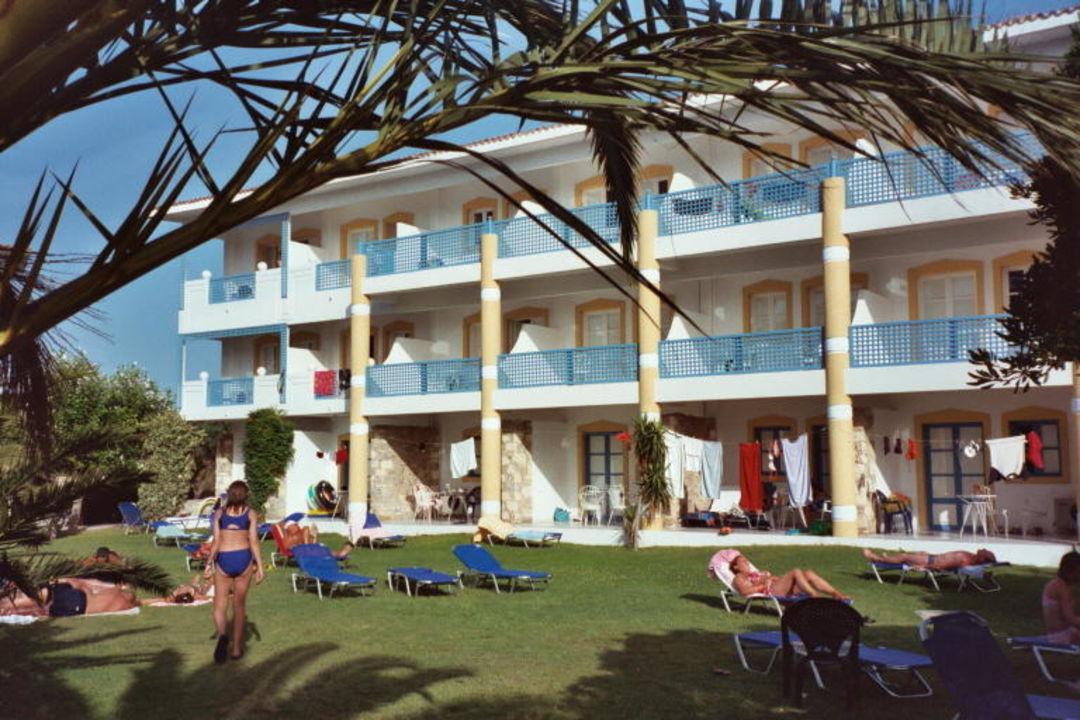 Nebengebäude mit Gartenanlage Mitsis Ramira Beach Hotel