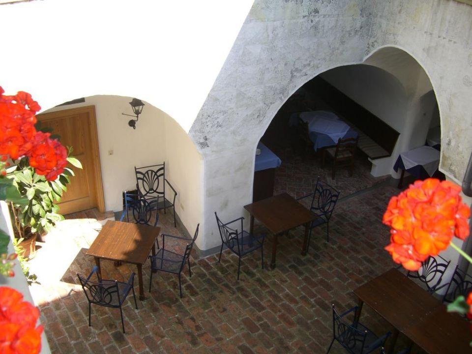 Traumhafter Innenhof ( Abendessen) Hotel Zum Schwan