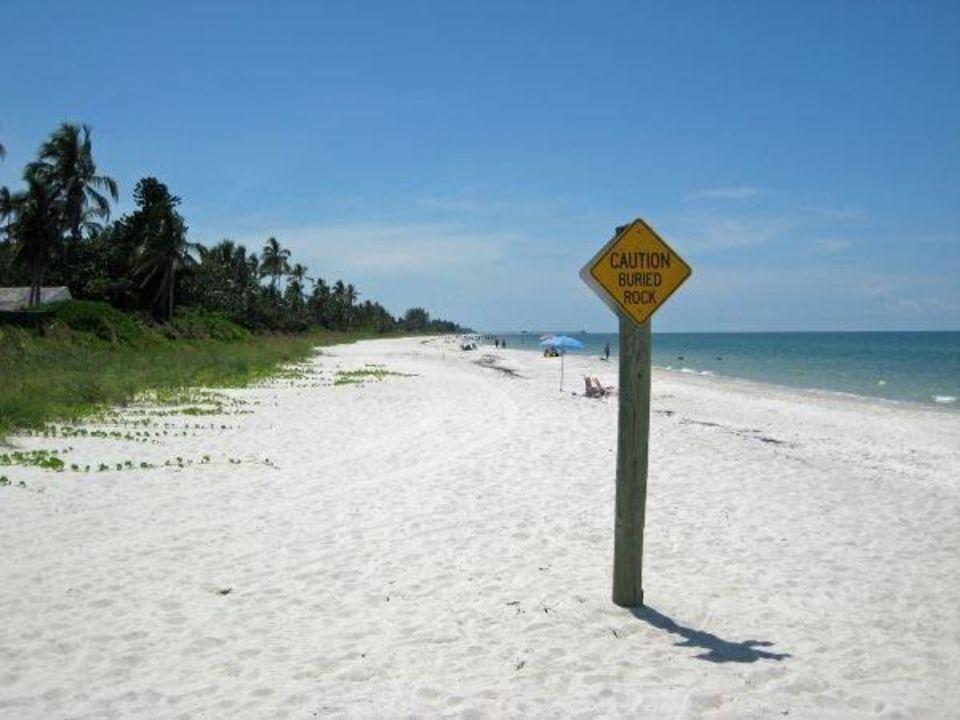 bild bild vom strand zu hotel naples beach golf club. Black Bedroom Furniture Sets. Home Design Ideas
