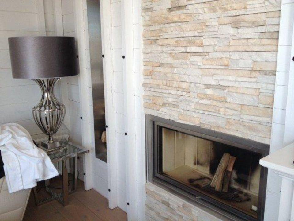 Wohnzimmer Mit Einem Kamin Hotel Ackselhaus