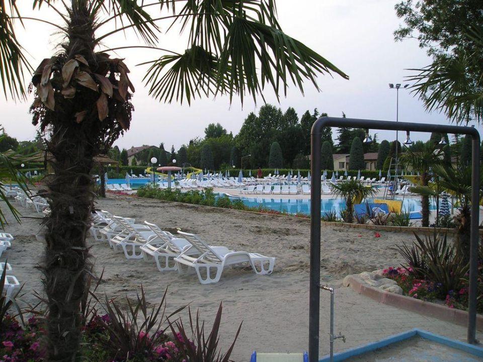 2.Pool mit schöner Sandanlage ideal für Kids Hotel Bella Italia