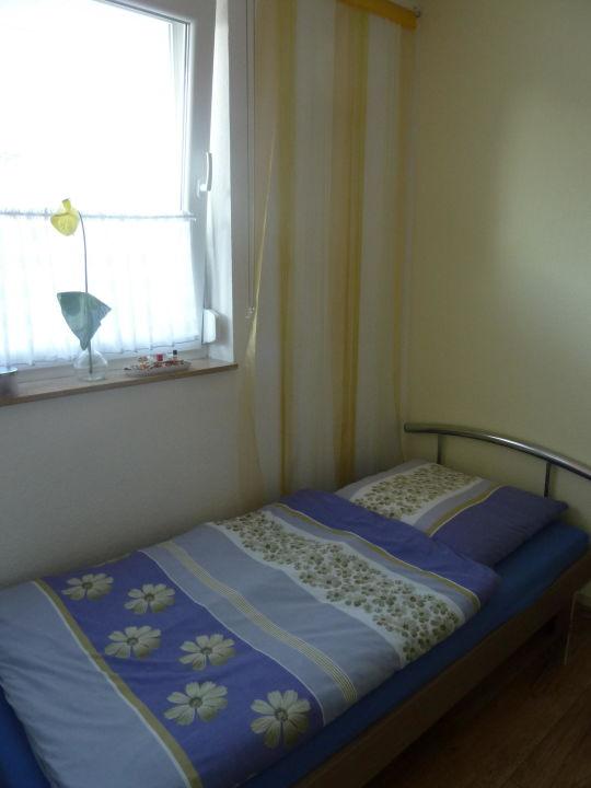 Schlafzimmer mit 2 Einzelbetten\