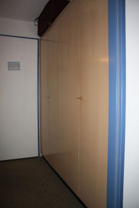 Zimmerschränke, groß aber auch schon sehr alt Hotel Hochkalter  (Im Umbau/Renovierung)