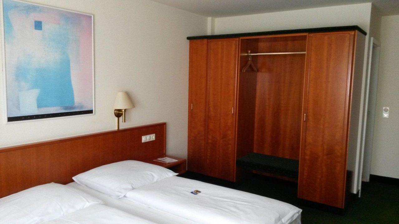 Zimmer Doppelbett/Schrank\