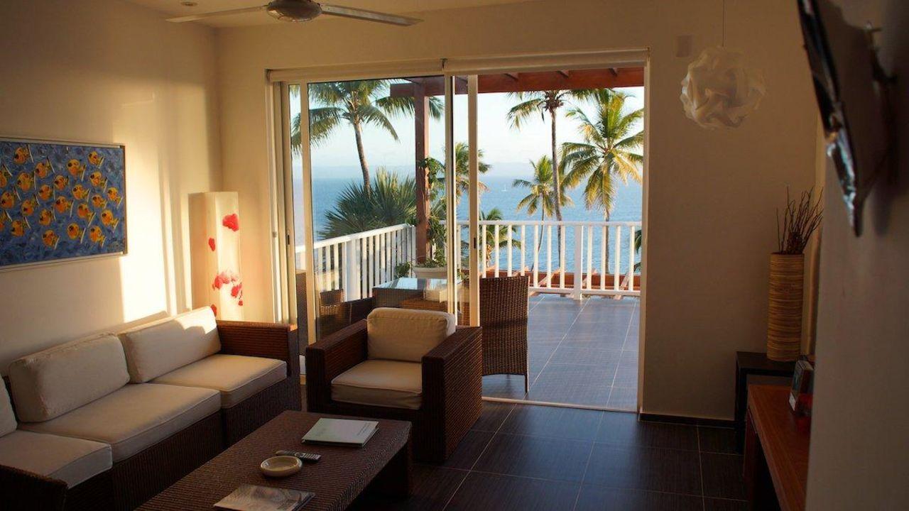 Wohnzimmer mit Blick auf Terrasse Apartments Vista Mare
