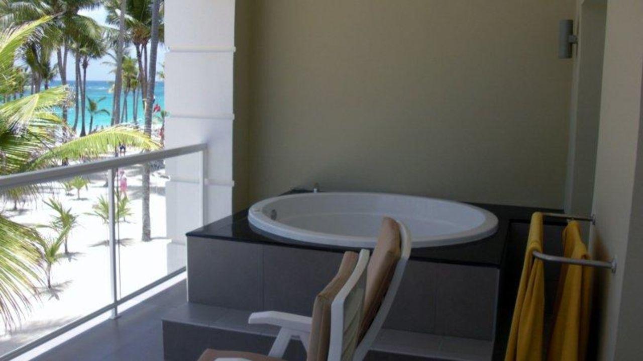 jacuzzi auf dem balkon tui sensimar punta cana villas suites geschlossen bavaro. Black Bedroom Furniture Sets. Home Design Ideas