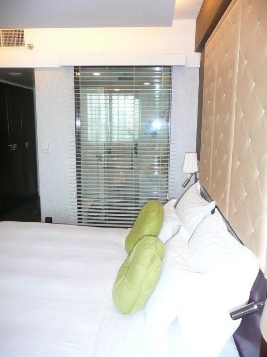 Blick ins Bad vom Zimmer aus Hotel Mövenpick Hanoi