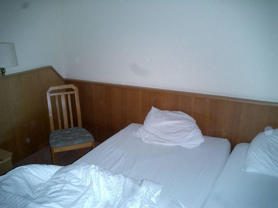 Bett (Stuhl als Nachtisch) wo ist eine Beleuchtung\
