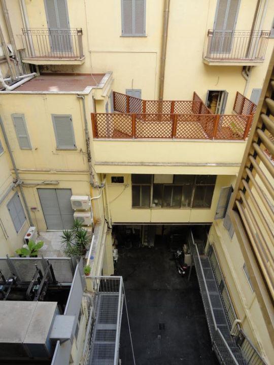 ausblick aus dem fenster hotel villafranca rom holidaycheck latium italien. Black Bedroom Furniture Sets. Home Design Ideas