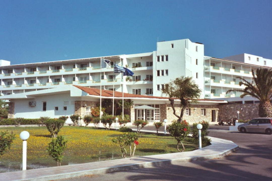 Hoteleingang mit Rezeption Mitsis Ramira Beach Hotel