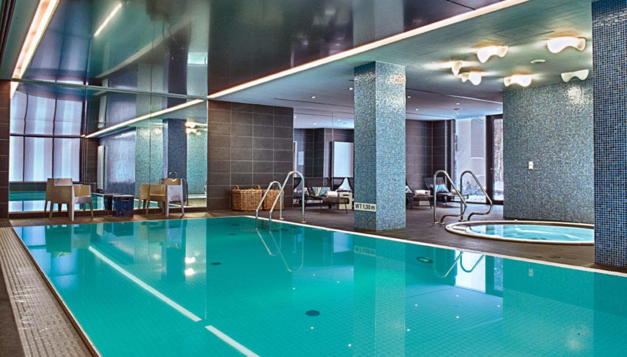 Beheiztes schwimmbad mit sauna und whirlpool adina for Appart hotel hambourg