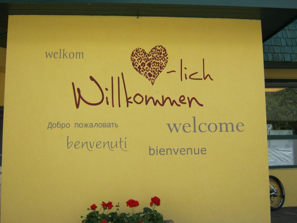 Herzlich willkommen - nicht nur auf dem Plakat\