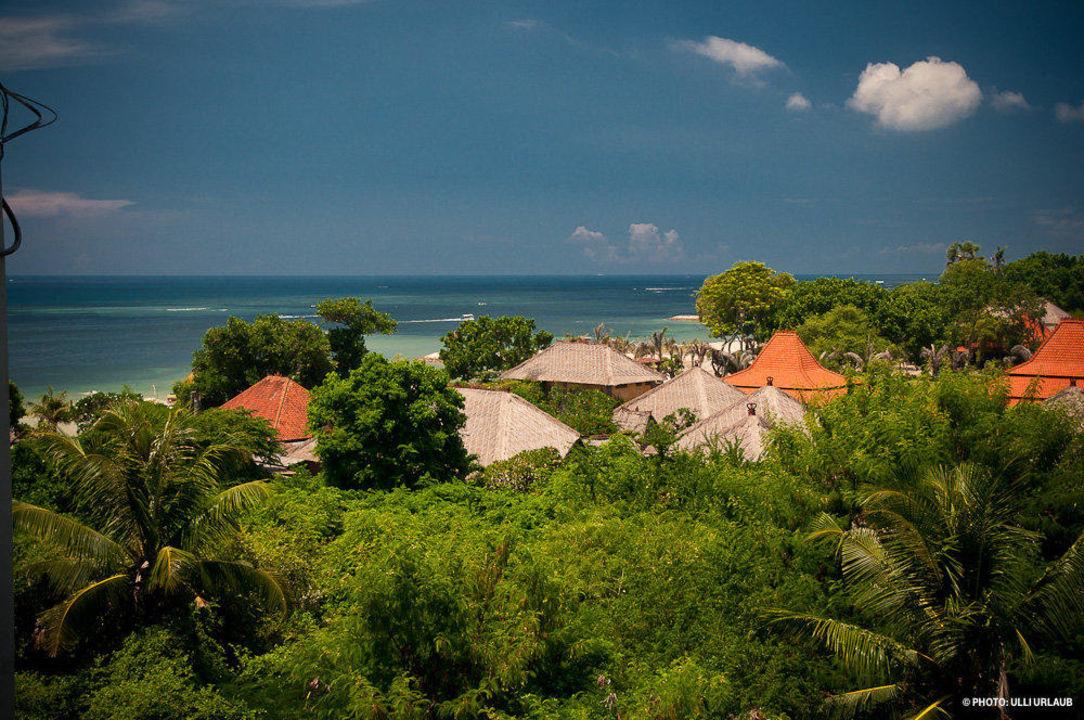 Blick über den Ort von der Dachterrasse Hotel The Oasis Benoa Beach Resort