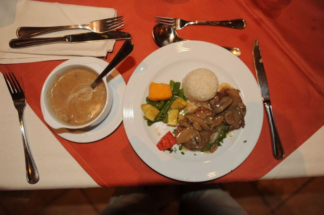 Pfifferlinge und Gemüse sowie Suppe zum Dinner Tia Heights Makadi Bay