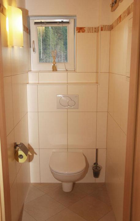 Toilette mit Fenster Apartment Tennengebirge Lammertal