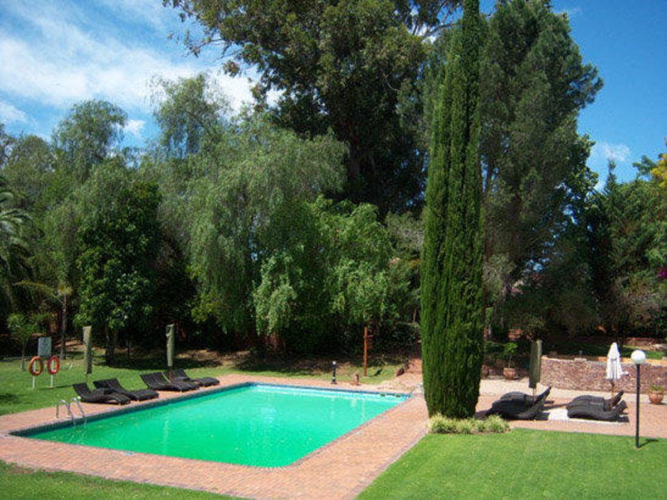 Der Garten mit Pool Oudtshoorn Inn