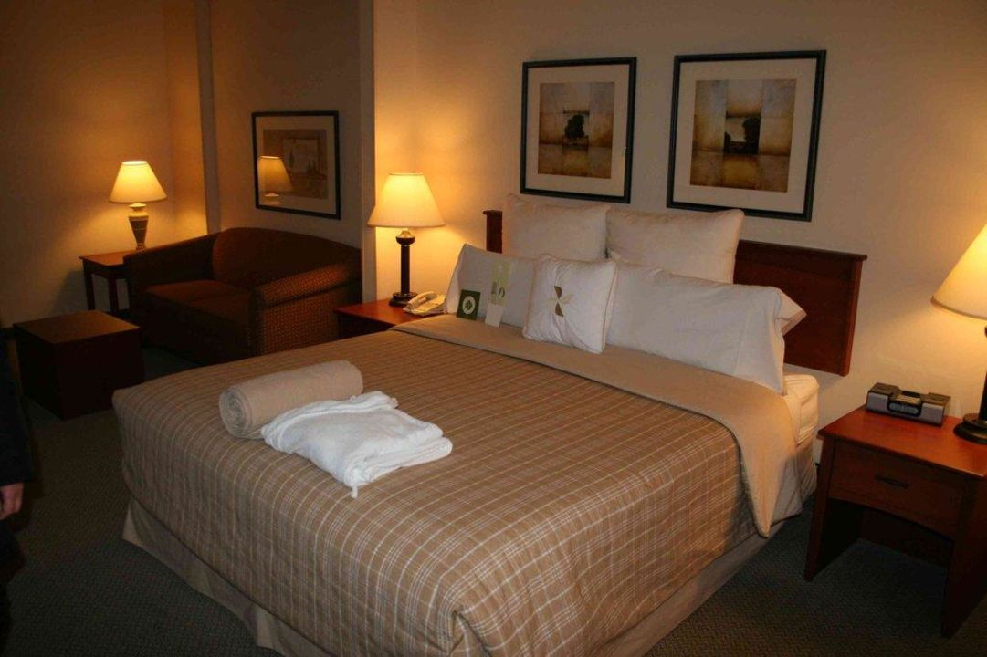 King Size Bett und Couch AC Hotel Chicago Downtown
